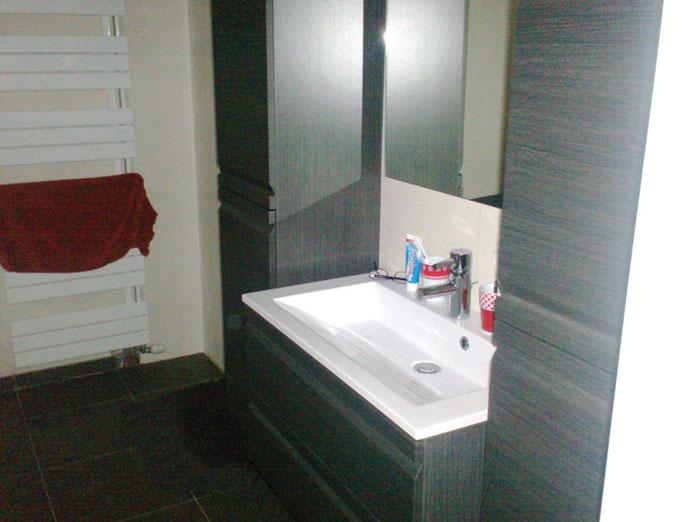 Badkamer mooie moderne badkamer afgewerkt schrijnwerk - Mooie eigentijdse badkamer ...