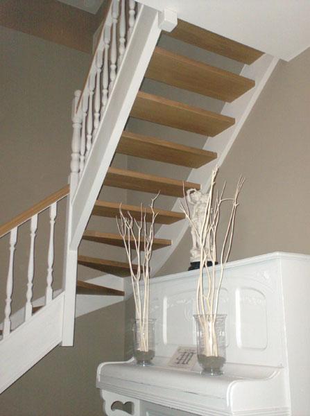 Binnendeuren en trappen afgewerkte trap in hout afgewerkt schrijnwerk - Trap ijzer smeden en hout ...